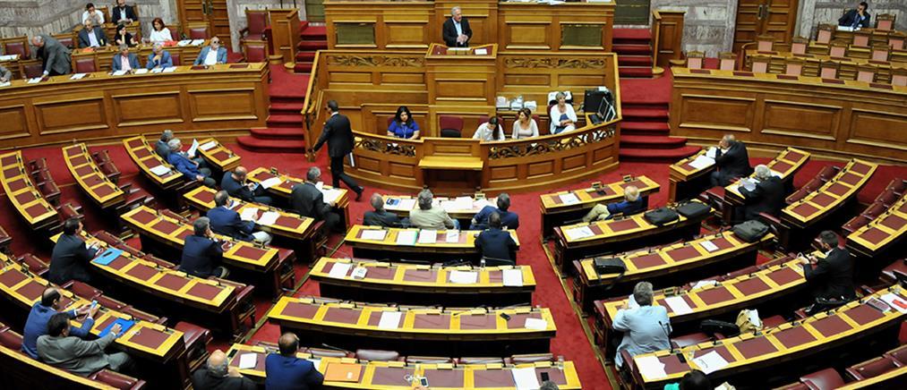 """Ολονυχτία στη Βουλή για το """"πάγωμα"""" του ΦΠΑ στα νησιά"""
