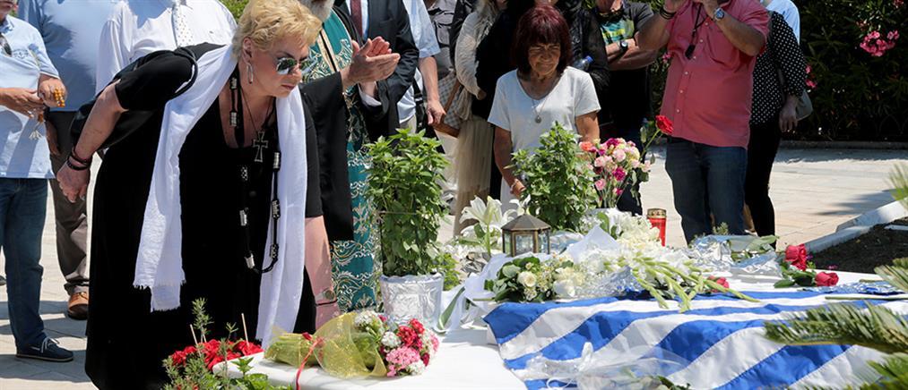 Ανδρέας Παπανδρέου: Τρισάγιο στον τάφο του από την Δήμητρα Λιάνη (εικόνες)