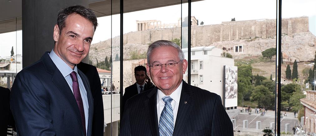 Μητσοτάκης σε Μενέντεζ: εμβάθυνση της στρατηγικής σχέσης Ελλάδας - ΗΠΑ