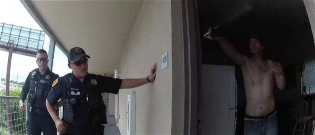 Βίντεο: τους άνοιξε την πόρτα με όπλο του paintball και τον σκότωσαν