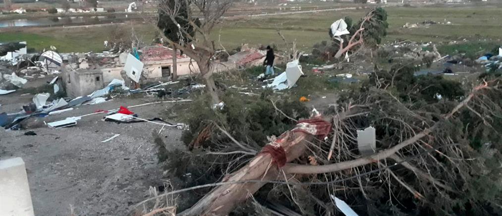 Ανεμοστρόβιλος σάρωσε την Σμύρνη (βίντεο)