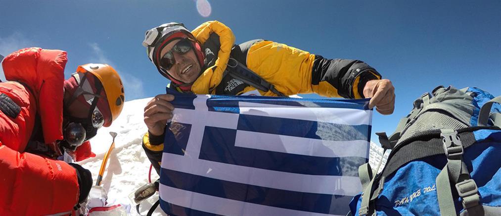 Ο Έλληνας που κατακτά τις κορυφές του κόσμου (βίντεο)
