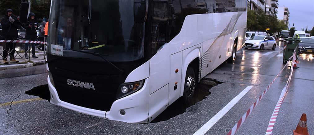 """""""Μπάλλος"""" - Θεσσαλονίκη: Λεωφορείο έπεσε σε τρύπα 5 μέτρων (εικόνες)"""