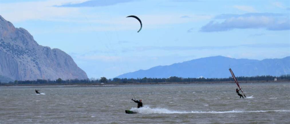 Kitesurfing στα νερά της λιμνοθάλασσας Μεσολογγίου (εικόνες)