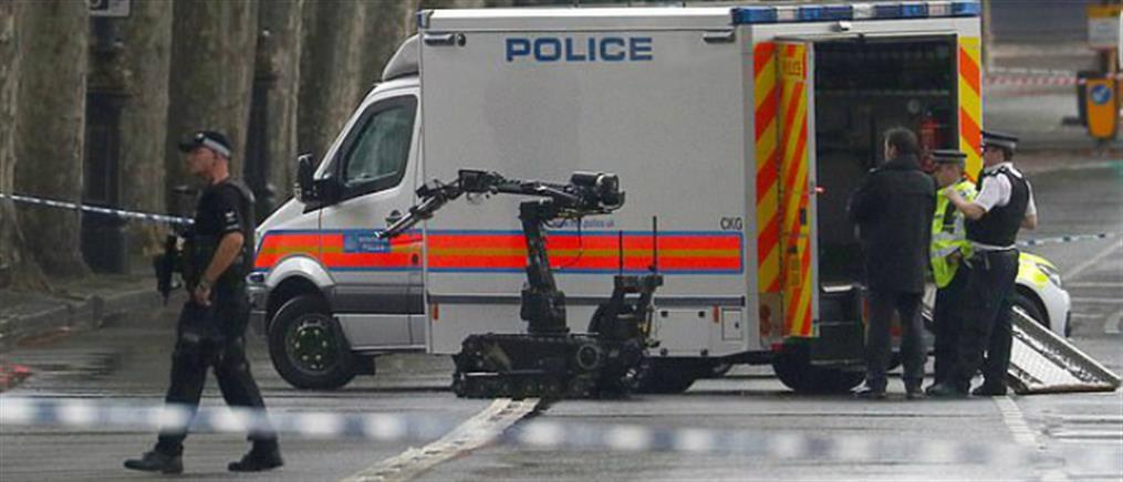 Συναγερμός για ύποπτο πακέτο κοντά στο βρετανικό κοινοβούλιο