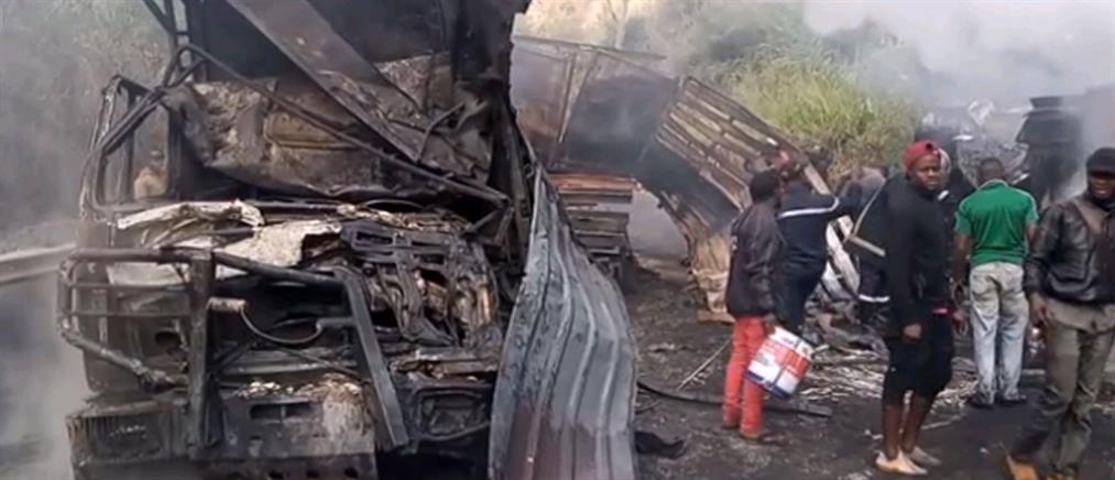 Λεωφορείο συγκρούστηκε με φορτηγό: Φωτιά και δεκάδες νεκροί (εικόνες)