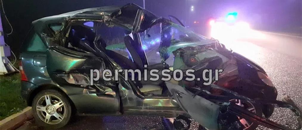 Φονική σύγκρουση αυτοκινήτου με νταλίκα (εικόνες)