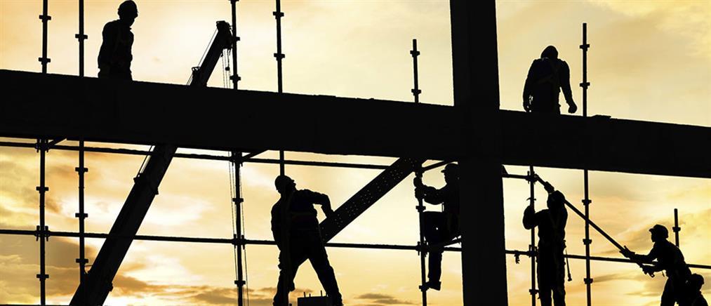 Κομισιόν – ελληνική οικονομία: αναθεωρήθηκαν προς τα πάνω οι προβλέψεις για ανάπτυξη