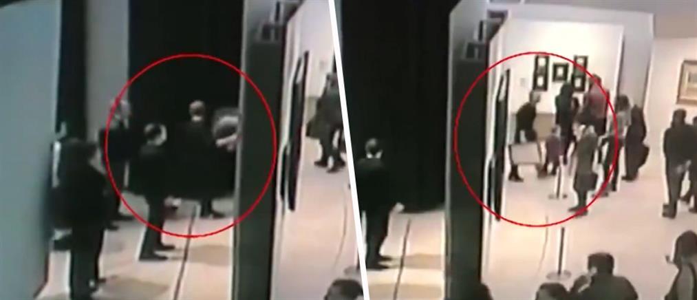 Θρασύτατη κλοπή πίνακα μέσα από κατάμεστη γκαλερί (βίντεο)