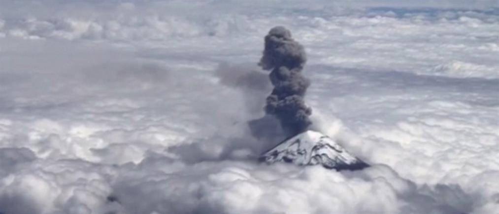 Εντυπωσιακές εικόνες από το ηφαίστειο Ποποκατέπετλ (βίντεο)
