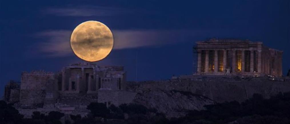 Το National Geographic αποχαιρετά το 2018 με την πανσέληνο πάνω από την Ακρόπολη