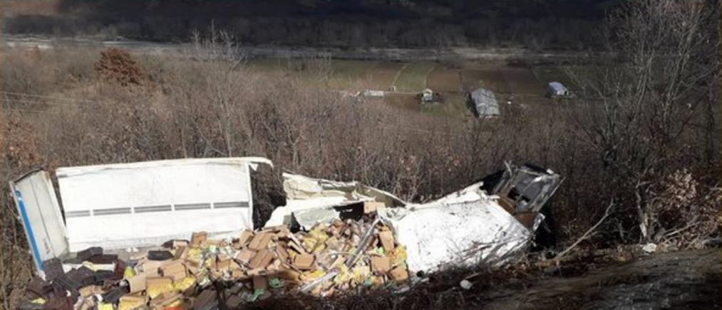 Τραγωδία: Νεκρός σε τροχαίο οδηγός νταλίκας (εικόνες)