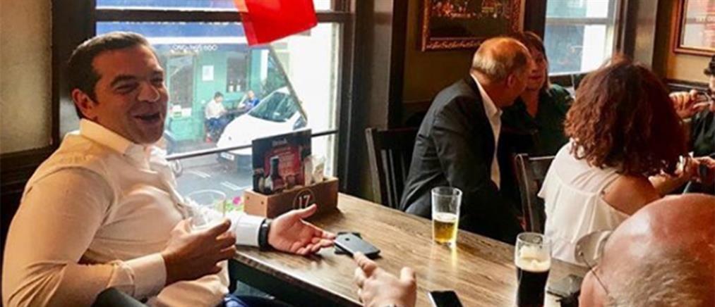 Ο Τσίπρας σε παμπ του Λονδίνου για να δει Μουντιάλ (φωτογραφία)