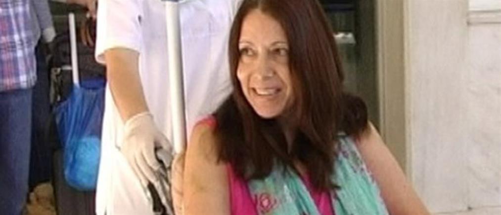 Αναχώρησε για τις ΗΠΑ η τουρίστρια που κόντεψε να χάσει τη ζωή της από βαρελότο