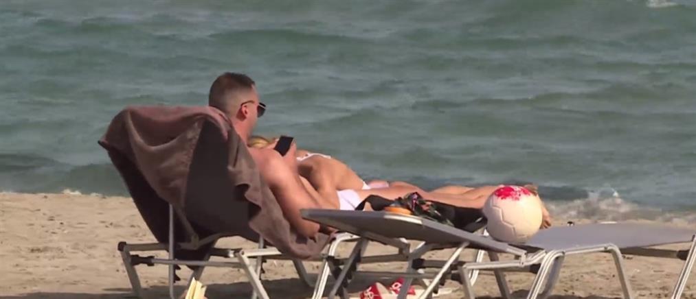 Γέμισαν και πάλι κόσμο οι παραλίες της Αττικής (βίντεο)