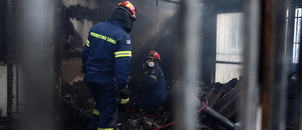 Βίλια: σε ύφεση η φωτιά - φόβοι για αναζωπυρώσεις
