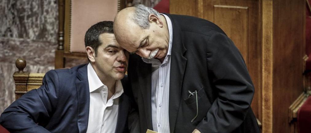 """Ο Τσίπρας """"πάγωσε"""" τις μετατάξεις στην Βουλή"""