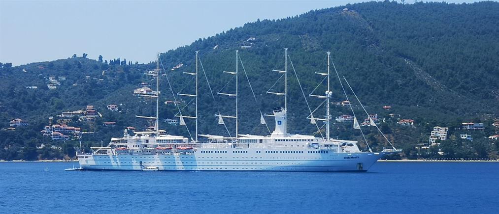 """Στο λιμάνι του Βόλου το περίφημο """"Club Med 2"""""""
