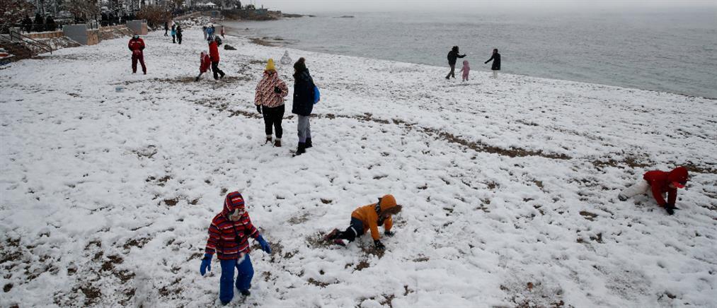 """""""Μήδεια"""": Χιονοπόλεμος στην παραλία (βίντεο)"""