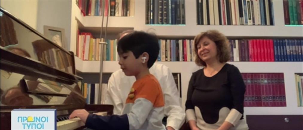 Εμμανουήλ Κουτσάκης: Ο αυτοδίδακτος 5χρονος που μαγεύει στο πιάνο (βίντεο)