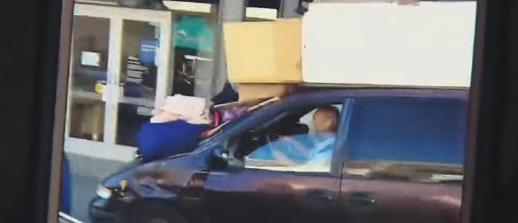 Οδήγησε το βαν στο πεζοδρόμιο και τα πήρε όλα σβάρνα (βίντεο)