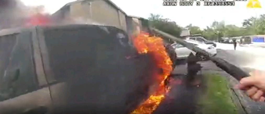 Τέξας: Διάσωση οδηγού από φλεγόμενο όχημα (βίντεο)