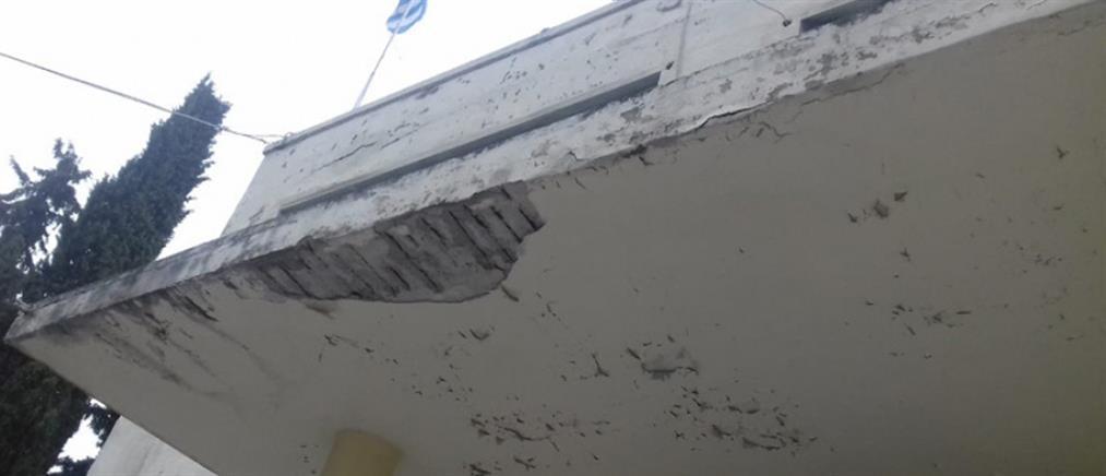 Πέφτουν σοβάδες στο νοσοκομείο Κιλκίς (εικόνες)