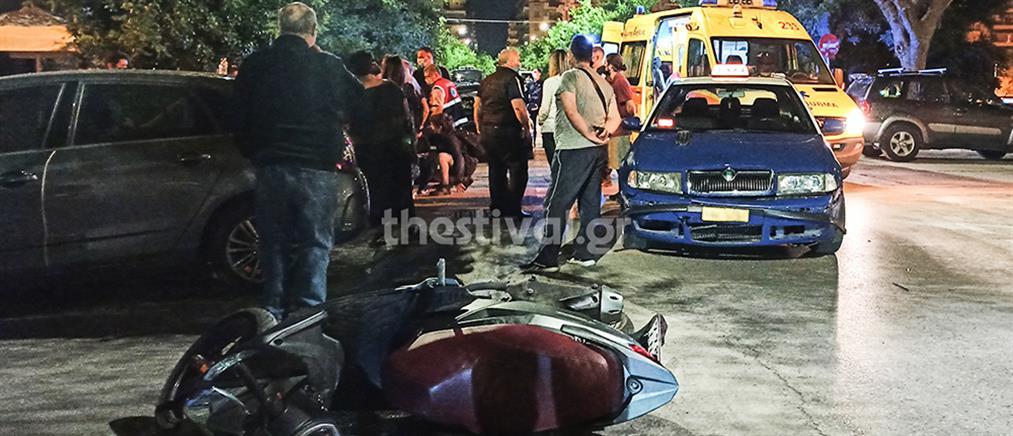 Θεσσαλονίκη: Ταξί παρέσυρε νεαρούς σε μηχανάκι (εικόνες)