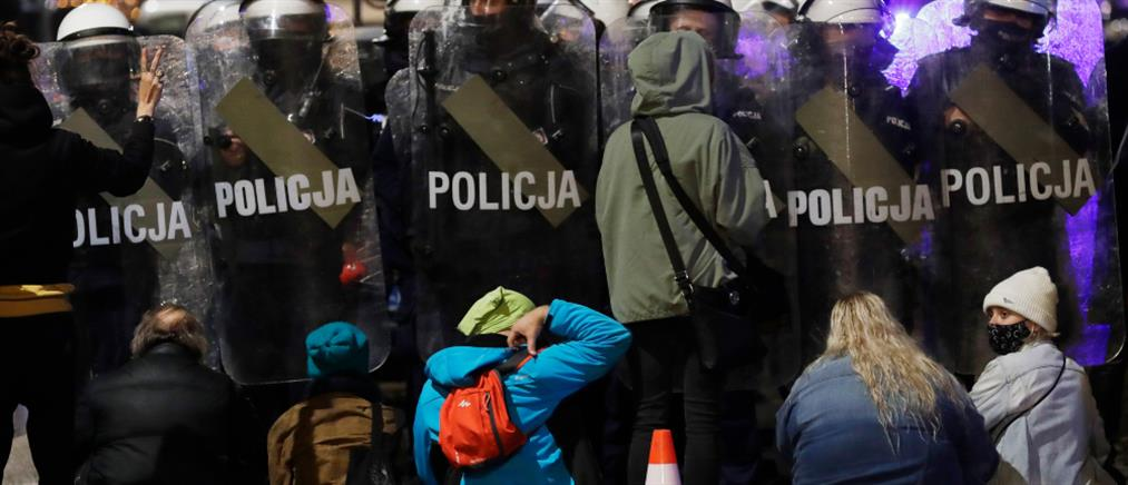 Πολωνία: Αντιδράσεις για την απαγόρευση των αμβλώσεων