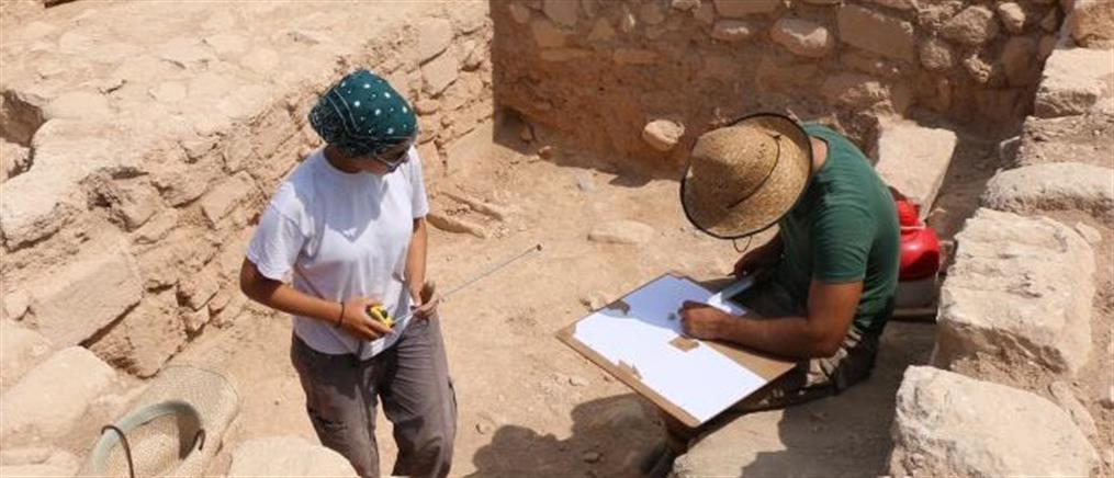 Εντυπωσιακό λίθινο τείχος αποκαλύφθηκε στα Κούκλια της Πάφου (φωτογραφίες)