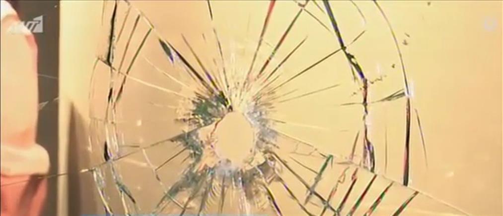Παλαιό Φάληρο: Έσπασαν τζαμαρίες σε καταστήματα (βίντεο)