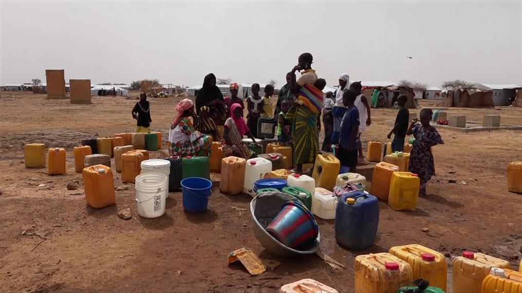 Πρόσφυγες στην Μπουρκίνα Φάσο επισκέφτηκε η Αντζελίνα Τζολί