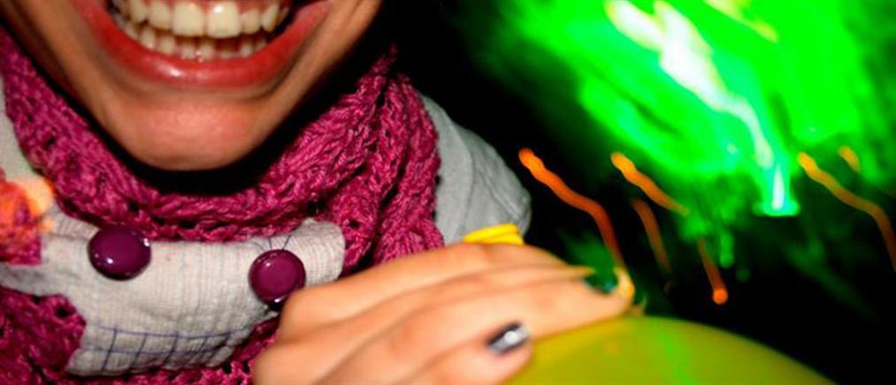 """""""Αέριο γέλιου"""" και ποτά """"μπόμπες"""" σε τουριστικά πλοία στην Ζάκυνθο"""