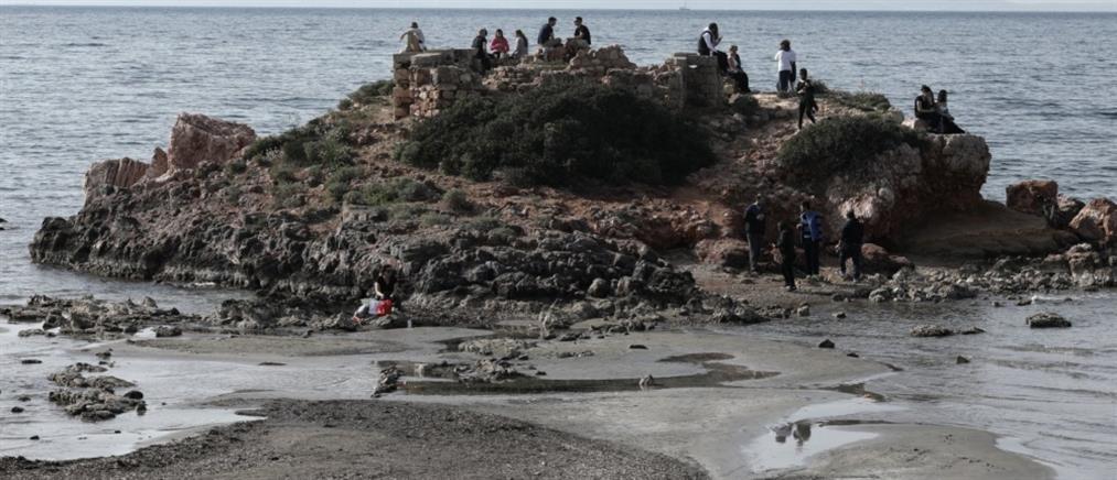 """Καβούρι: """"Εξαφανίστηκε"""" η θάλασσα από παραλία (εντυπωσιακές εικόνες)"""