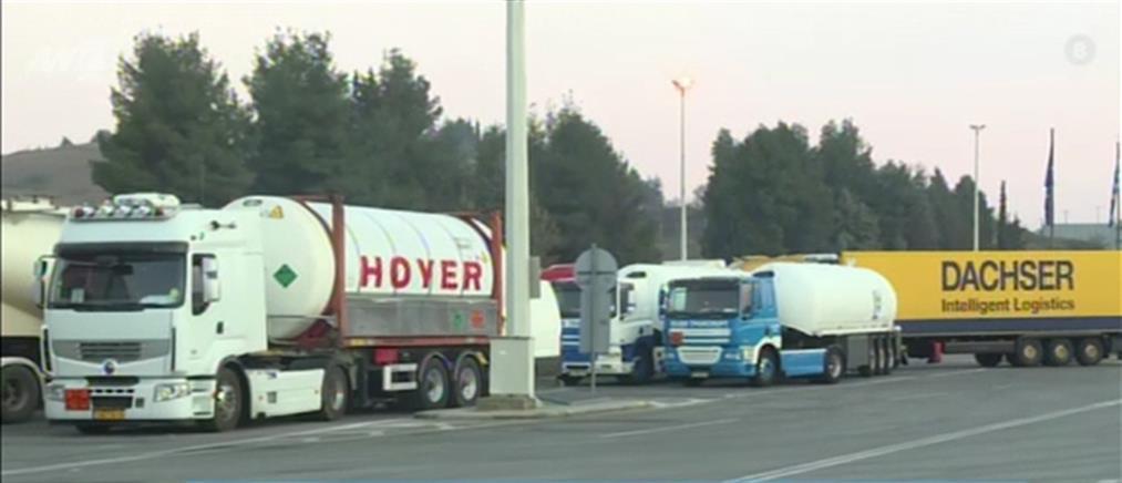 Τελωνείο Ευζώνων: ουρές χιλιομέτρων και διαμαρτυρίες από οδηγούς φορτηγών (βίντεο)