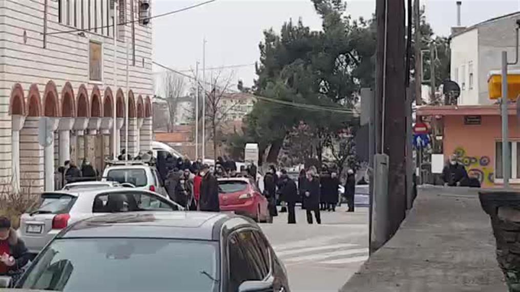 Συνωστισμός σε εκκλησία στην Κοζάνη