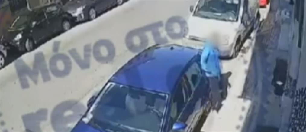 Αθήνα: Έκλεψαν βαλίτσες τουριστριών από νοικιασμένο όχημα (βίντεο ντοκουμέντο)