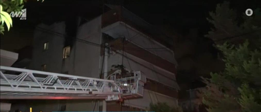 Φωτιά σε διαμέρισμα πολυκατοικίας (βίντεο)