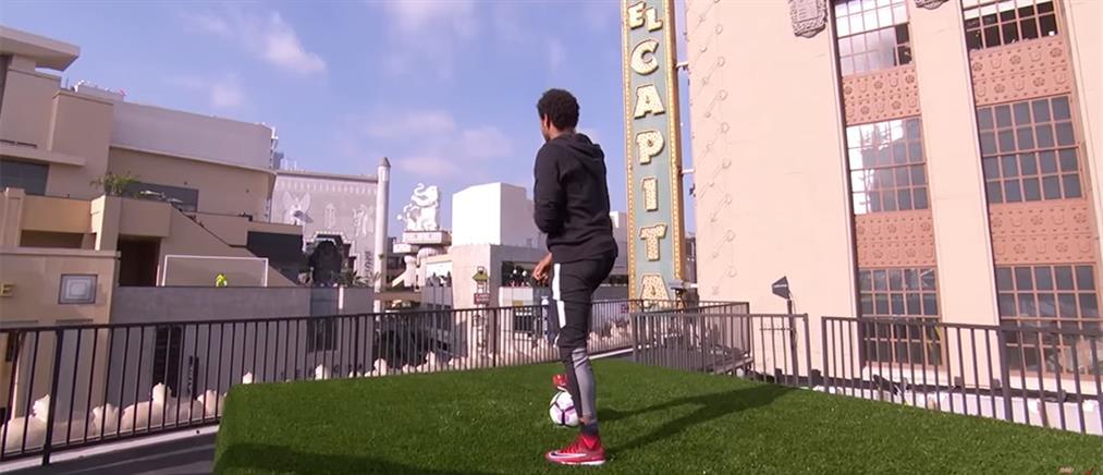 Το απίθανο γκολ του Νεϊμάρ από την μια ταράτσα στην άλλη! (βίντεο)
