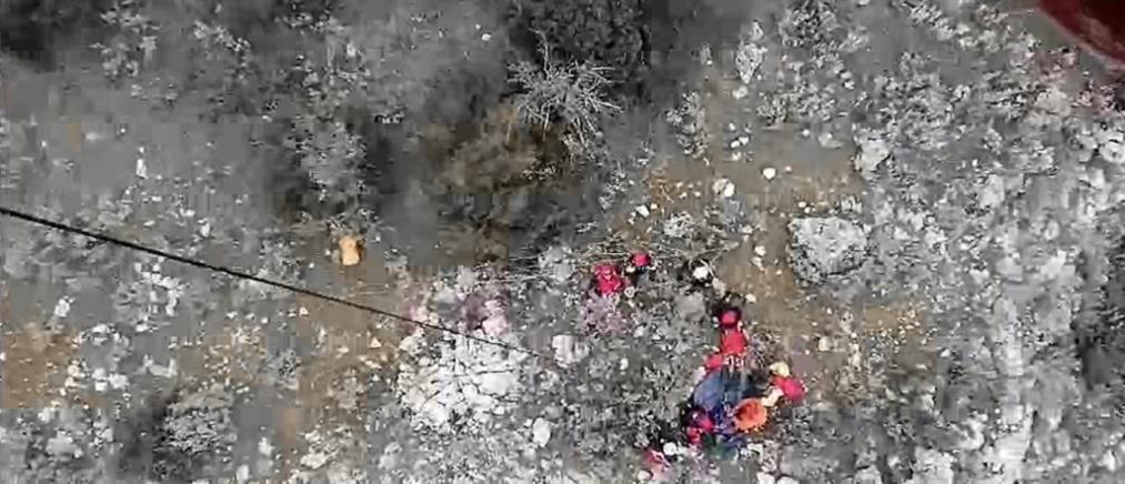 Βίντεο: μέσα στο Super Puma που επιχείρησε για τον ορειβάτη στην Πάρνηθα