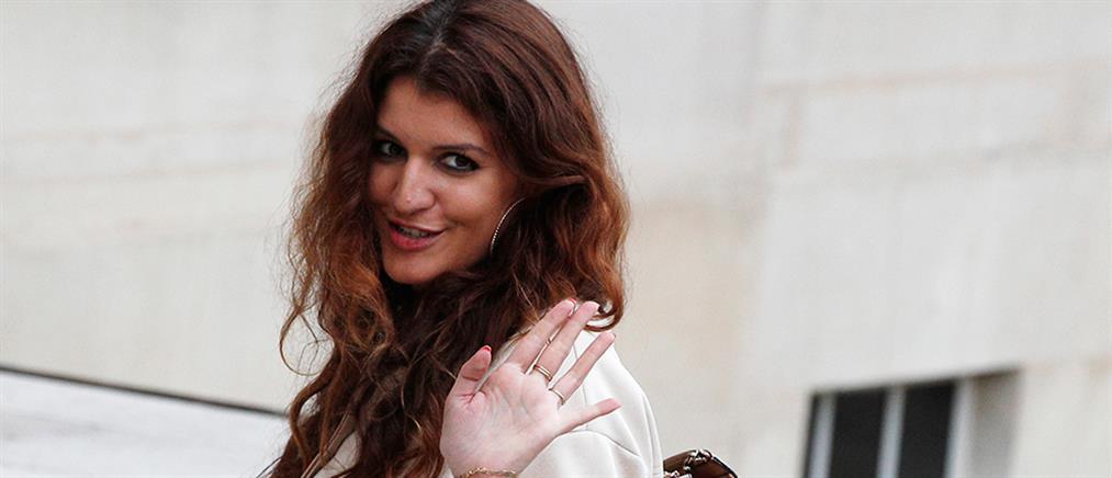 Γαλλίδα υφυπουργός δώρισε τα μαλλιά της σε καρκινοπαθείς γυναίκες (εικόνες)