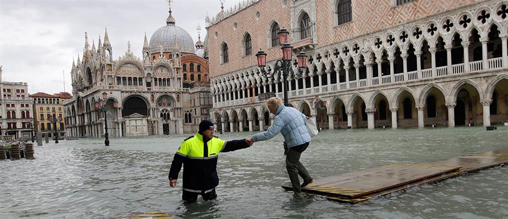 """""""Βυθισμένη"""" κάτω από τα νερά παραμένει η Βενετία (εικόνες)"""