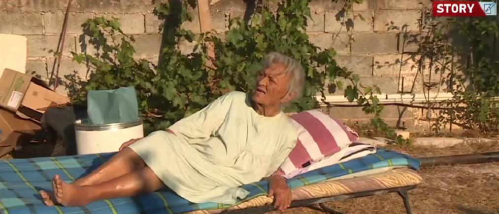 Βαρυμπόμπη: συγκινεί 92χρονη που αρνείται να εγκαταλείψει το καμένο σπίτι της (βίντεο)