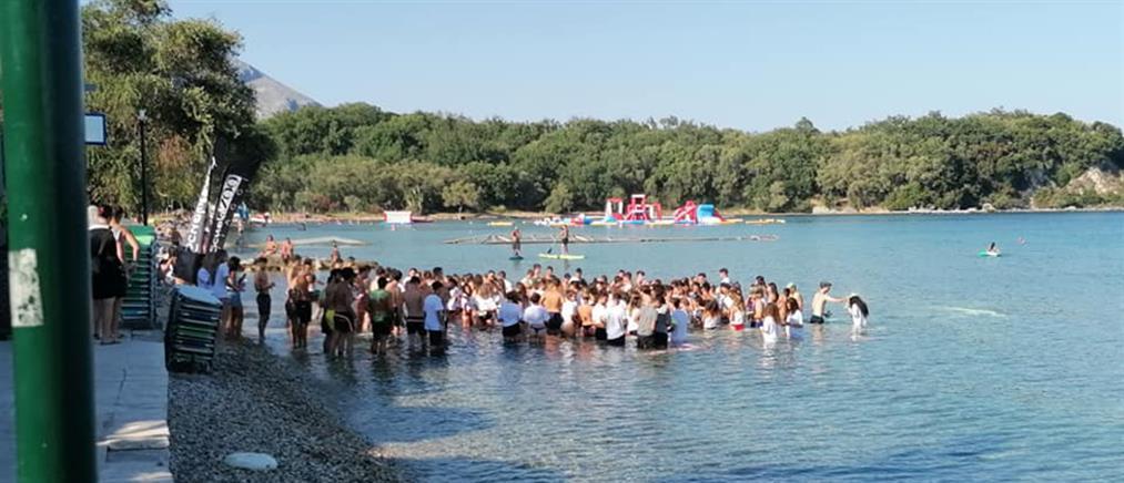 Απίστευτες εικόνες συνωστισμού σε beach party