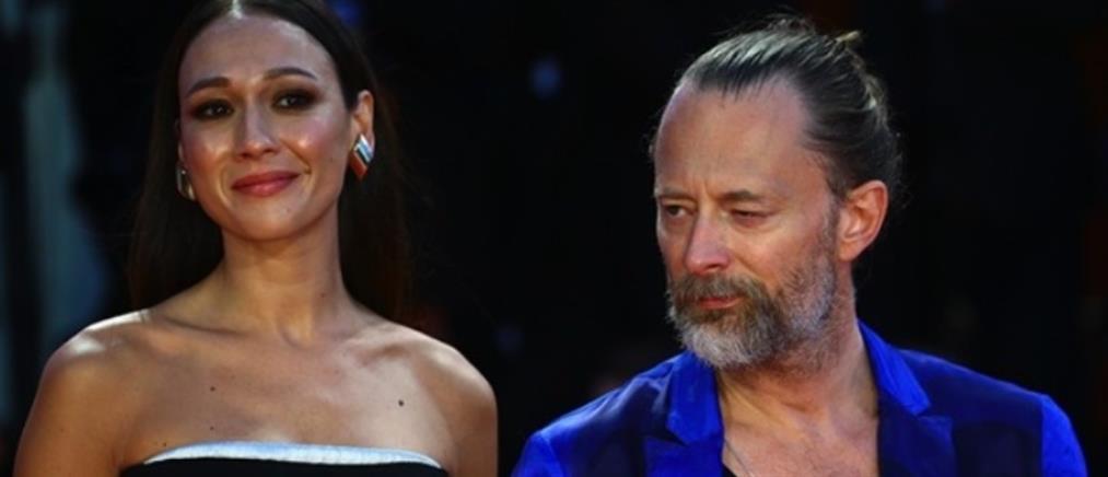 Radiohead: Τομ Γιορκ και Νταγιάνα Ροντσόνε παντρεύτηκαν με... μέτρα (εικόνες)