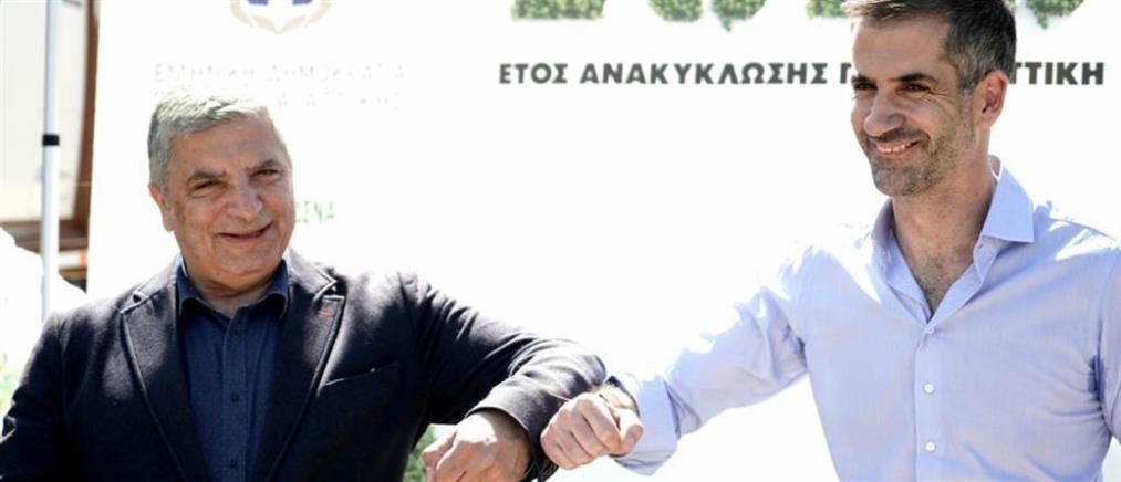 Απορριμματοφόρα και καφέ κάδους παρέδωσε η Περιφέρεια Αττικής στον δήμο Αθηναίων
