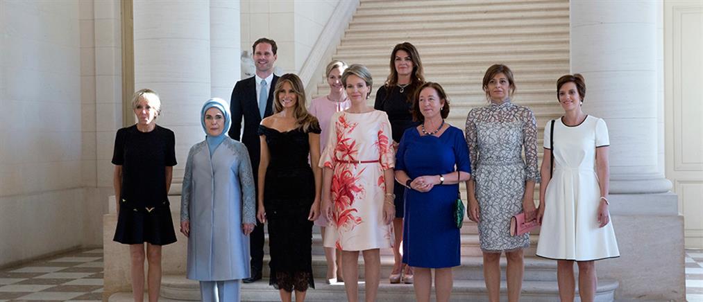 ΝΑΤΟ: Ο σύζυγος του πρωθυπουργού του Λουξεμβούργου στην αναμνηστική φωτογραφία με τις Πρώτες Κυρίες (βίντεο)