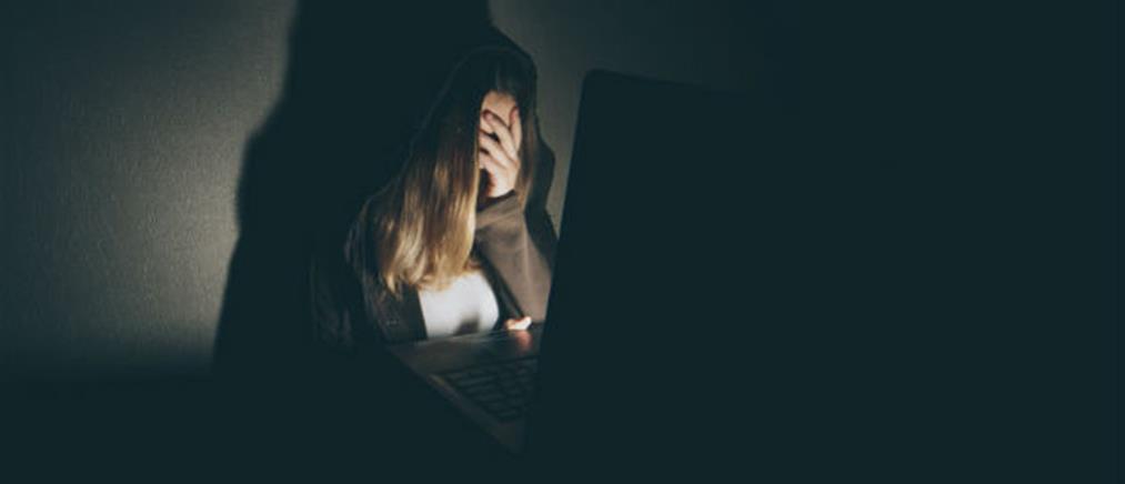 Διπλάσιος ο κίνδυνος κατάθλιψης των έφηβων κοριτσιών λόγω social media
