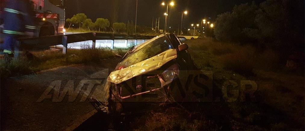 Αυτοκίνητο κατέληξε σε χαντάκι μετά από τρελή πορεία (εικόνες)
