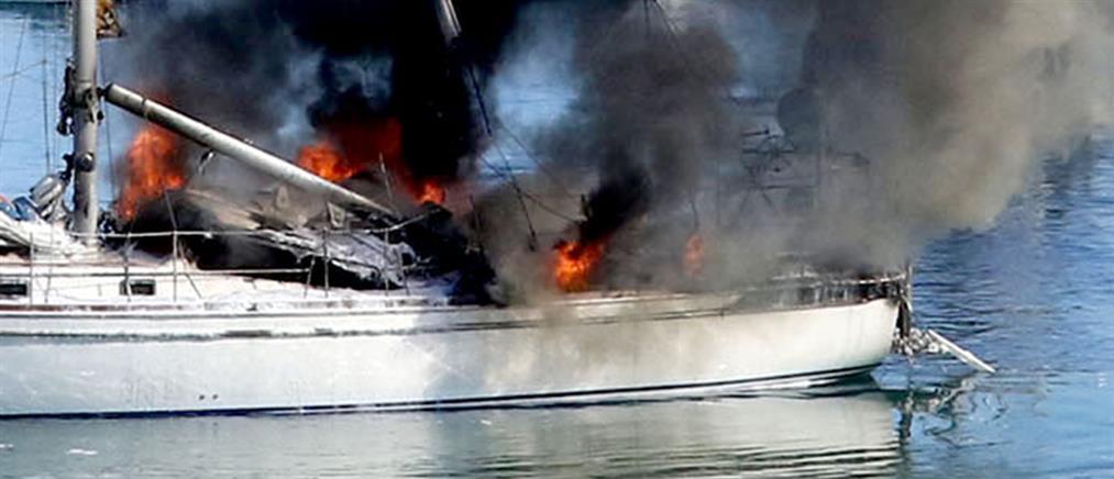 Φωτιά σε σκάφος μετά απο προσάραξη